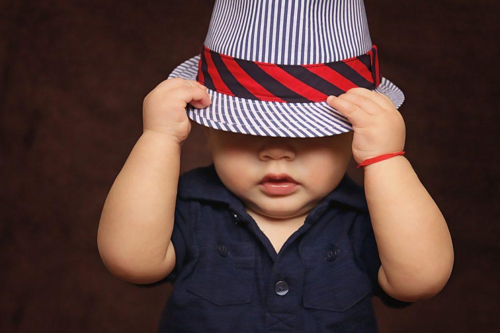 帽子の赤ちゃん